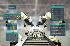 Industria 4 de Iot La palabra del color rojo situada sobre el texto del color blanco Fábrica elegante usando los brazos robóticos Imagen de archivo