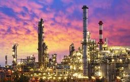 Industria de petróleo - fábrica de la refinería imagen de archivo libre de regalías