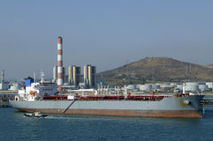 Industria del gas e del petrolio - petroliera del grude Immagine Stock