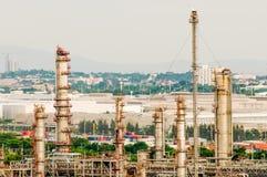 Industria della raffineria di petrolio nel paese Immagine Stock Libera da Diritti