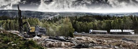 Industria di brillamento della roccia e dynamiting Fotografia Stock Libera da Diritti