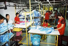 Industria di indumenti nel Bangladesh immagini stock