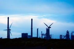Industria e mulini a vento fotografie stock libere da diritti