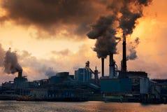 Industria e tramonto immagine stock