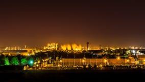 Industria en la noche imagenes de archivo