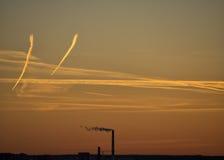 Industria en la puesta del sol Imagenes de archivo