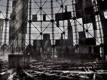 Industria, fábrica abandonada con un sistema de enfriamiento de la trompeta Imagen de archivo libre de regalías