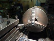 Industria metalúrgica: torno del metal del acabamiento, una afición Fotos de archivo libres de regalías