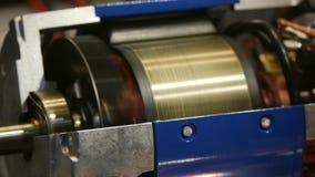 Industria pesada - motor eléctrico - un cruz-motor detallado almacen de video