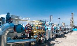 Industria petrolera. válvulas de gas de la fila foto de archivo libre de regalías