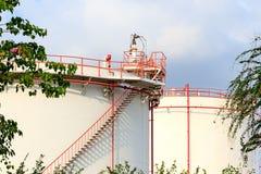 Industria petrolifera della raffineria di petrolio Tanks fotografia stock libera da diritti