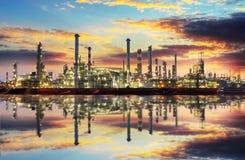Industria petroquímica - refinert del aceite imagenes de archivo