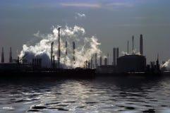Industria sopra acqua Fotografia Stock