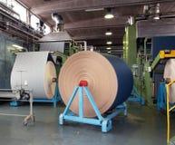 Industria tessile (denim) - tessendo Immagine Stock