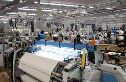 Industria tessile - tessendo e deformando immagine stock