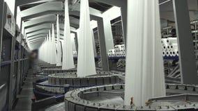Industria textil - carretes del hilado en la hiladora en una fábrica almacen de video