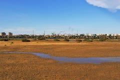 Industria y el ambiente y las fábricas del desierto foto de archivo