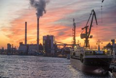 Industrial areas on the river, port, ecological power plant, por Royalty Free Stock Photos