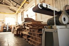 Free Industrial Sander And Wood Inside Of A Woodworking Shop Royalty Free Stock Images - 168609289