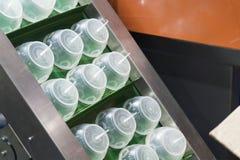 Industriale di plastica a alta tecnologia di fabbricazione della tazza Immagini Stock