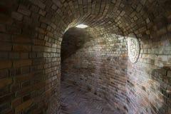 Industriale sotterraneo in Polonia Vecchia cantina Fotografie Stock Libere da Diritti