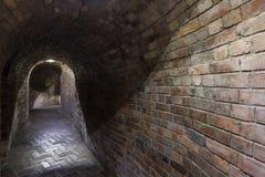 Industriale sotterraneo in Polonia Vecchia cantina Fotografia Stock