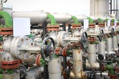 Industrias del refino de petróleo y del gas, válvulas para el petróleo Foto de archivo libre de regalías
