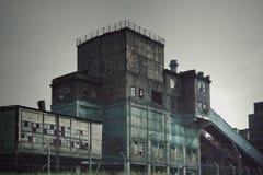 Industrias siderúrgicas viejas de la fábrica foto de archivo libre de regalías