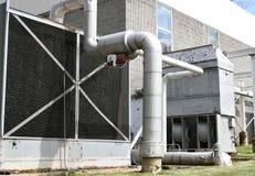 Industrie-Auspuff und Rohre stockfoto