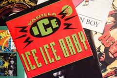 Industrie de la musique de retour pendant les années 1990 45 disques simples de t/mn image stock