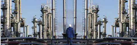 Industrie de raffinerie de travailleur d'huile et de pétrole Photographie stock libre de droits
