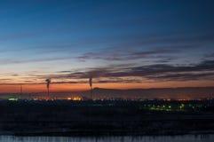 Industrie De stad van de nacht Stad op Yenisei royalty-vrije stock foto