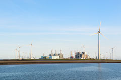 Industrie dichtbij de kust Royalty-vrije Stock Afbeelding
