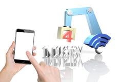 Industrie 4 0 die concept, hand smartphone het controleren robot AR gebruiken Stock Foto's