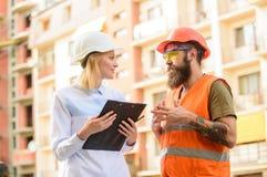 Industrie du bâtiment Concept réussi d'affaire Approvisionnement établi par agent de maîtrise en matériaux de construction Expert photos stock
