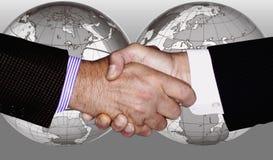 INDUSTRIE GLOBALE D'AFFAIRES DE TECHNOLOGIE DE SECOUSSE DE MAIN Images stock