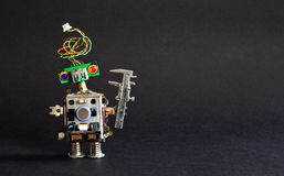 Industrie 4 0 het concept van de automatiseringstechnologie Creatieve de ingenieursbeugel van de ontwerprobot op zwarte achtergro stock foto's