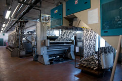 Industrie: installatie voor textieldruk Stock Fotografie