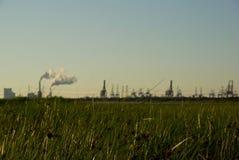 Industrie op de horizon Stock Foto's