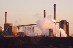 Industrie sidérurgique d'aube Image libre de droits