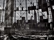 Industrie, verlaten fabriek met een trompet koelsysteem Royalty-vrije Stock Afbeelding