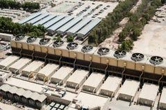 Industrieanlagen in der Wüste mit Fans Stockfoto