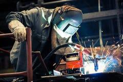 Industriearbeiter an der Fabrik Lizenzfreies Stockbild