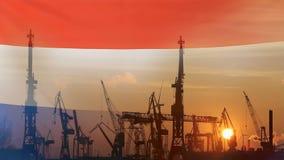 Industrieel concept met de vlag van Nederland bij zonsondergang stock footage
