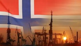 Industrieel concept met de vlag van Noorwegen bij zonsondergang stock videobeelden