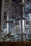 Industrieel die Landschap bij nacht wordt gefotografeerd stock foto's