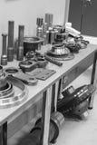 Industrieel draaibankhulpmiddel en hoge precisiecnc draaiende delen hoge precisie automobiel het machinaal bewerken vorm en matri Stock Fotografie