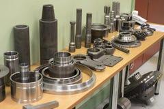 Industrieel draaibankhulpmiddel en hoge precisiecnc draaiende delen hoge precisie automobiel het machinaal bewerken vorm en matri Royalty-vrije Stock Foto