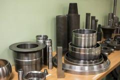Industrieel draaibankhulpmiddel en hoge precisiecnc draaiende delen hoge precisie automobiel het machinaal bewerken vorm en matri Royalty-vrije Stock Fotografie