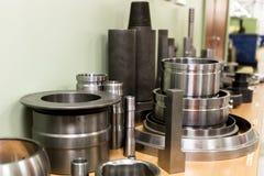Industrieel draaibankhulpmiddel en hoge precisiecnc draaiende delen hoge precisie automobiel het machinaal bewerken vorm en matri Stock Foto